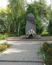 Памятный знак воинам 212-й воздушно-десантной бригады - защитникам Киева