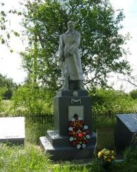 с.Звеничев. Братская могила и памятный знак погибшим односельчанам