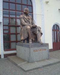 Вокзал в Миргороде. Памятник Гоголю.