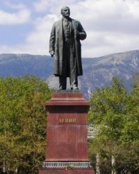 Памятник В.И.Ленину на Набережной г.Ялты