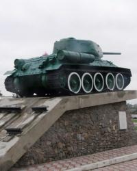 Танк Т-34 на площади 40-й армии