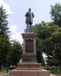 Пам'ятник цукровому магнату І. Г. Харитоненку в Сумах