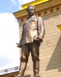 Памятник Серго Орджоникидзе (уничтожен) в Харькове