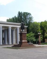 Памятник С.М. Кирову в Запорожье