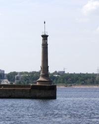 Маяк на входе в шлюз Днепровской ГЭС