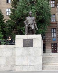 Памятники профессорам. Северный корпус Университета.