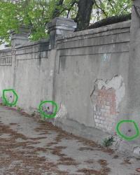 Три ПП на каменной ограде на улице Краснооктябрьской 90