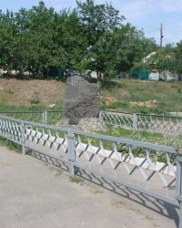 Знак на месте расстрела пациентов Сабуровой Дачи