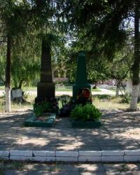 Могила полковника Семёнова в селе Старый Салтов
