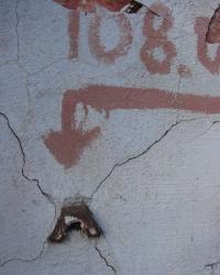 Репер на улице Короленко, 15