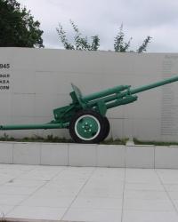 Памятник артиллеристам около бывшей 15 спецшколы
