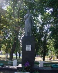 Памятник погибшим в гражданской войне в селе Гусаровка