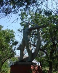 """Скульптура """"К светлому будущему"""" в селе Чепель"""