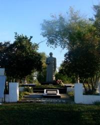 Братская могила в селе Яворское