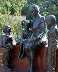 Памятник Первому Учителю в Дергачах