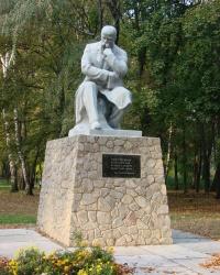 Памятник Шевченко в Золочеве