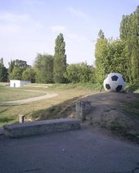 Памятник футбольному Мячу в г. Каменка-Днепровская