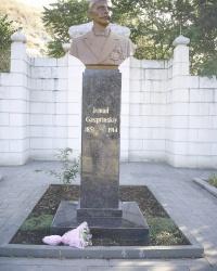 Памятник Исмаи́л  Гаспринскому в Бахчисарае