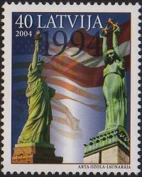 Статуя Свободы в Риге.