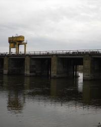 Плотина в Скоморохах