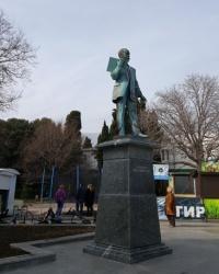 Памятник Н.П.Краснову в Ялте