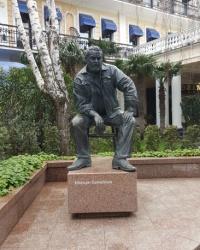 Памятник Юлиану Семёнову в Ялте