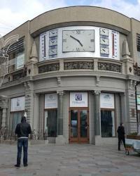 Здание гастронома №1 на набережной города Ялта