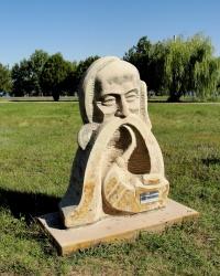 Алея скульптур у Шевченківському Національному заповіднику