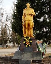 Братська могила воїнів Радянської Армії, та меморіал односельцям які загинули в роки Другої Світової Війни