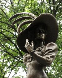 Пам'ятник Людмилі Гурченко у Харкові