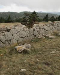 Длинная стена Конради (водоснабжение Ялты). Участок стены возле горы Рока