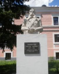 Бюст  Колесова А.А.  на территории ХГЗВА (Малая Даниловка)