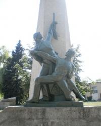 Братская могила и мемориал погибшим землякам в поселке Старобешево