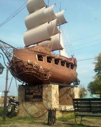 Памятник парусный линейный корабль «От дедов на память внукам» г. Геническ