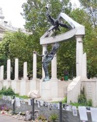 Пам'ятник жертвам німецької окупації в Будапешті