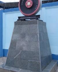 Пам'ятник залізничним рейці та колесу в Запоріжжі