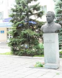 Памятник Орджоники́дзе в Запорожье