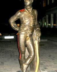 Памятник гусару в Сумах