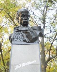 Памятник Шевченко в Геническе