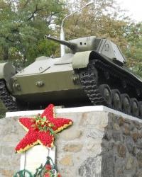 Танк Т-70 на постаменте в Мелитополе
