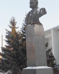 Памятник М. Горькому в Казани