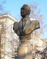 Памятник М. Нужину в Казани