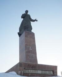 Памятник Муллануру Вахитову в Казани