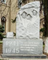 Памятник студентам, погибшим на войне в г. Запорожье