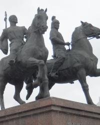 Памятник Махамбету и Исатаю в Атырау