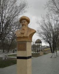 Памятник Байбекулы в Атырау