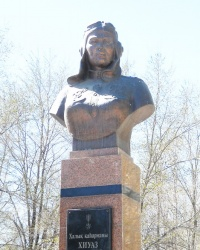 Памятник Хиуаз Доспановой в Атырау