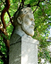 Памятник Дмитрию Ульянову в Симферополе