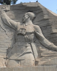 Монумент «Комбат» и аллея Славы в Запорожье