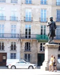 Пам'ятник Ніколя де Кондорсе  в Парижі